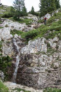 Dominik Raab bei Fotoaufnahmen in den Dolomiten