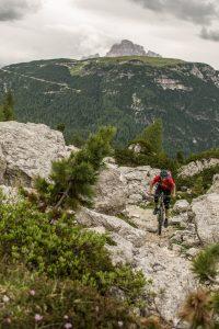 Dominik Raab bei einem langen Uphill in den Dolomiten