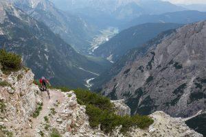 Dominik auf den Trails in den Dolomiten