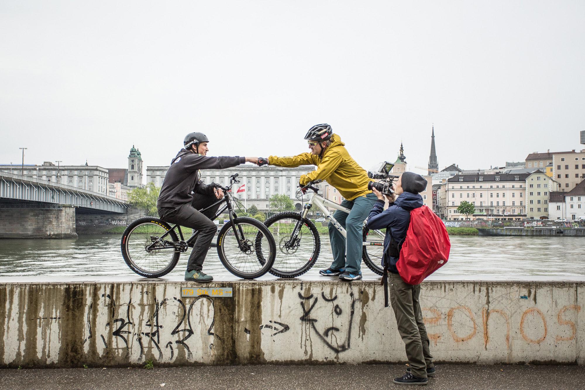 Dominik Raab und Hans Rey freuen sich über Filmaufnahmen