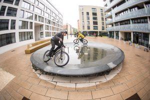 Dominik Raab und Hans Rey beim Trialbiking in Linz