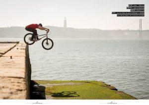 Doppelseite von Dominik Raab im Wallride Magazine