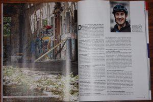 Dominik Raab macht einen Drop in Berlin im Mountainbike Magazin
