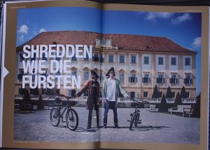 Showbiker Dominik Raab zu Besuch im Schloss Hof