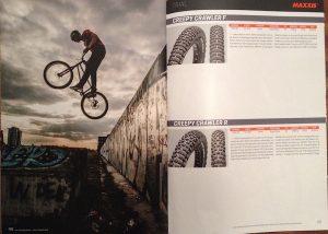Dominik Raab springt im Maxxis Katalog von der Berliner Mauer