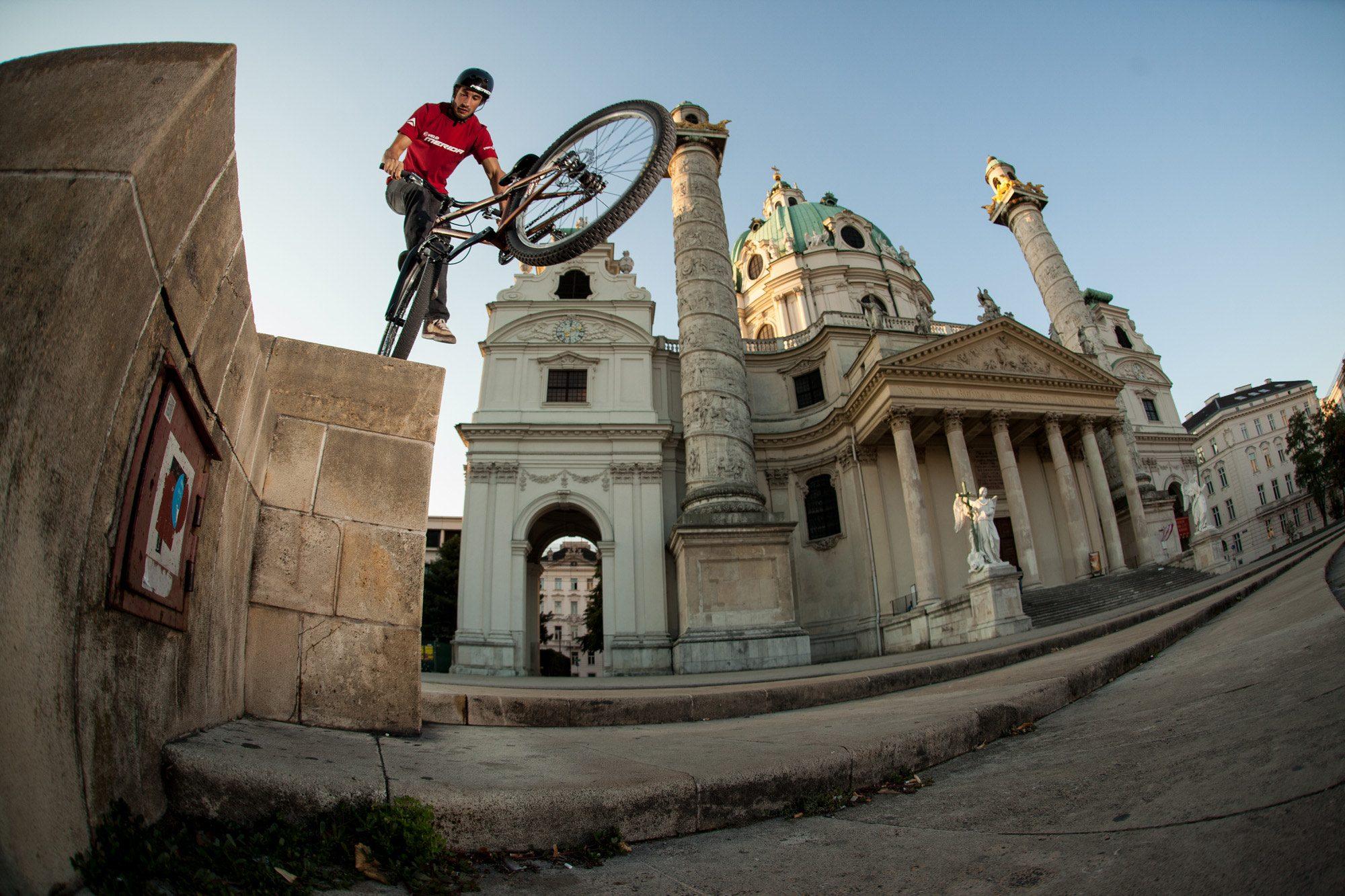 Dominik Raab bei einem Fotoprojekt in Wien