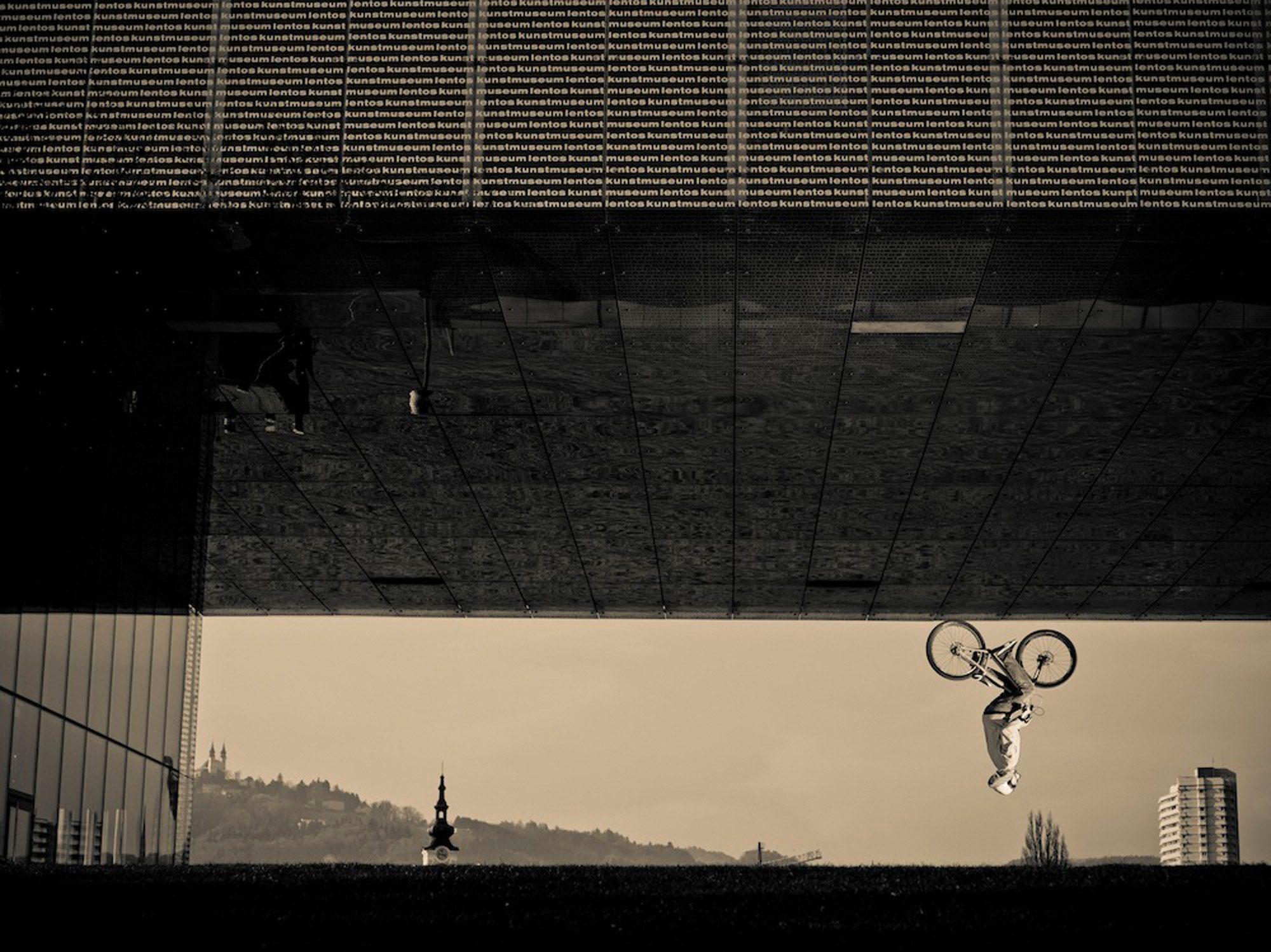 Dominik Raab macht einen Backflip in Linz